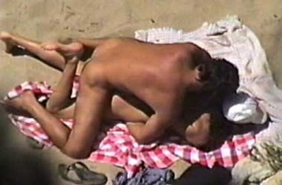 babe-gets-humped-on-the-beach